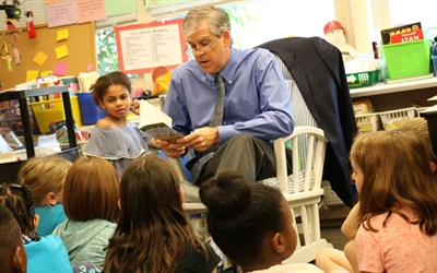 Missouri Baptist Medical Center President John Antes reads to kids as part of the BJC HealthCare Book Brigade.  The Book Brigade has provided more than 25,000 books annually to rising third-graders in over 320 public and charter schools throughout the communities served by BJC hospitals including St. Louis City, St. Louis County, St. Charles County, Columbia, Sullivan and Farmington in Missouri; and Alton, Belleville and Shiloh, Ill.